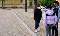 Matilde Hinojosa visita las pistas de petanca  que se han construido en el Barrio de La Granja