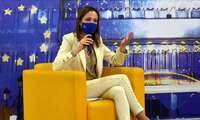 Cristina Maestre traslada a los escolares de Ciudad Real la respuesta de la Unión Europea a la COVID-19