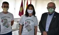 Pilar Zamora apoya al guardia civil Emeterio Flox en su reto deportivo solidario para la AECC