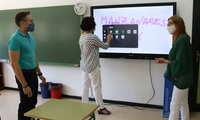 Las aulas de los colegios manzanareños 'Tierno Galván' y 'La Candelaria' se digitalizan gracias al proyecto 'Carmenta'