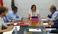 La consejera de Economía, Empresas y Empleo, Patricia Franco se reúne con los promotores del proyecto Puy du Fou