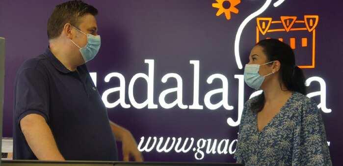 Abre en Guadalajara la oficina de Gestión Turística Municipal con el uso obligatorio de mascarilla y las mesas de atención al público separadas con paneles de metacrilato