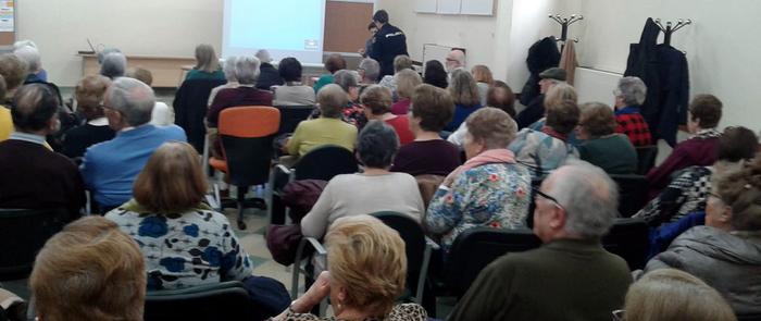 La Policía Nacional informa a las personas mayores  de Ciudad Real sobre cómo mejorar su seguridad