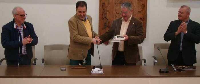 La Junta de Cofradías de Novés realiza una visita a Quintanar de la Orden