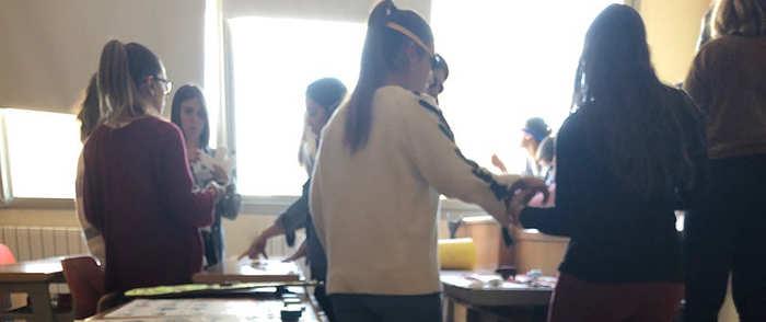 Alumnos de Educación de Cuenca analizan en una práctica académica la veracidad de las noticias relacionadas con el COVID-19