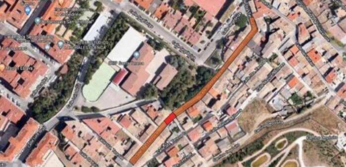 La calle Santa Teresa de Cuenca permanece cortada por daños ocasionados en la vía por las obras en una propiedad privada