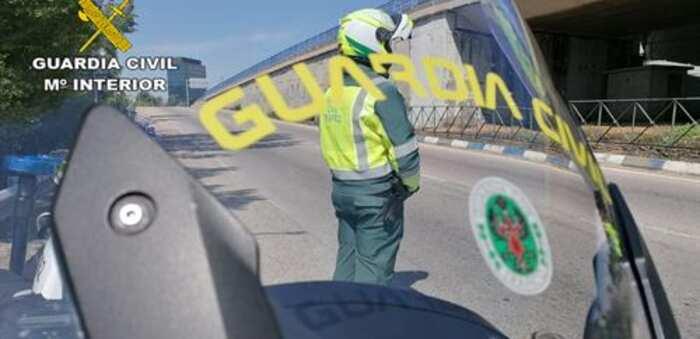 Guardia Civil de Guadalajara investiga al conductor de un camión que conducía con documentación falsificada
