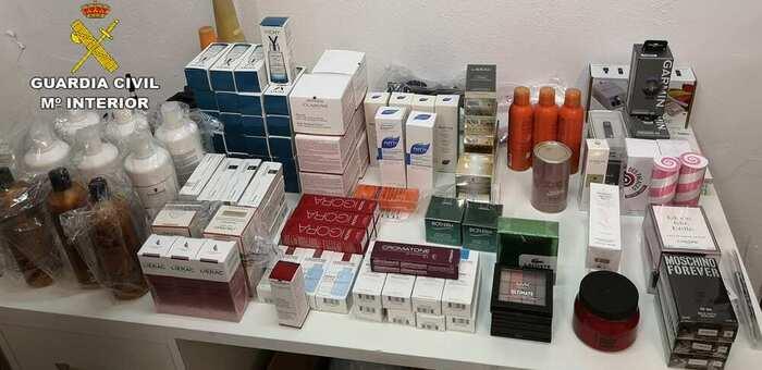 Investigado por transportar cosméticos y efectos tecnológicos valorados en 4.000 euros de procedencia ilícita