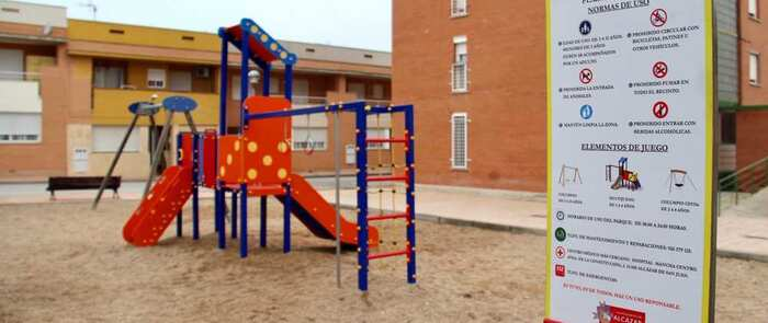 Los 41 parques infantiles de Alcázar contarán con carteles informativos sobre normas de uso y teléfonos de asistencia