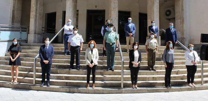 Minuto de silencio frente a la Subdelegación de Ciudad Real por las víctimas del coronavirus