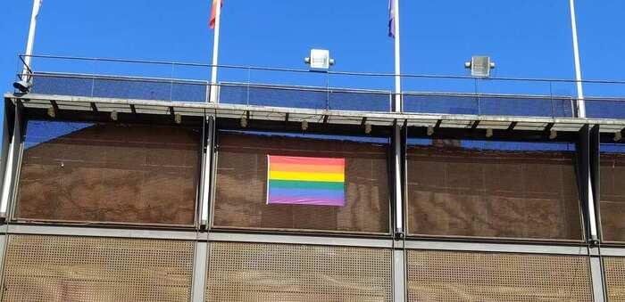 Campañas de reivindicación y bandera arco iris en Valdepeñas para el Día del Orgullo LGTBIQ