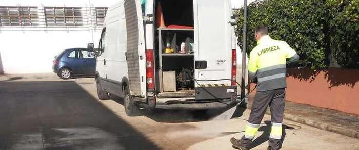 Continúa la segunda vuelta de desinfección de calles de Alcázar