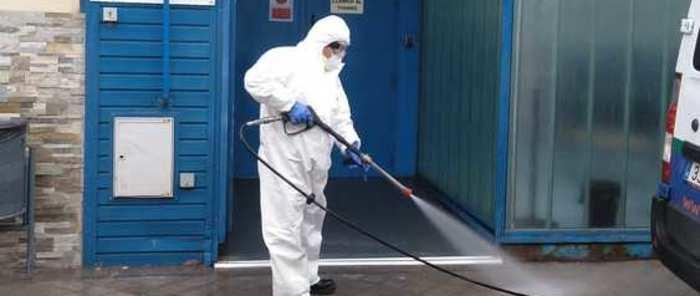 Continúa la limpieza en las calles de Alcázar, pero cumpliendo la normativa del último decreto del gobierno