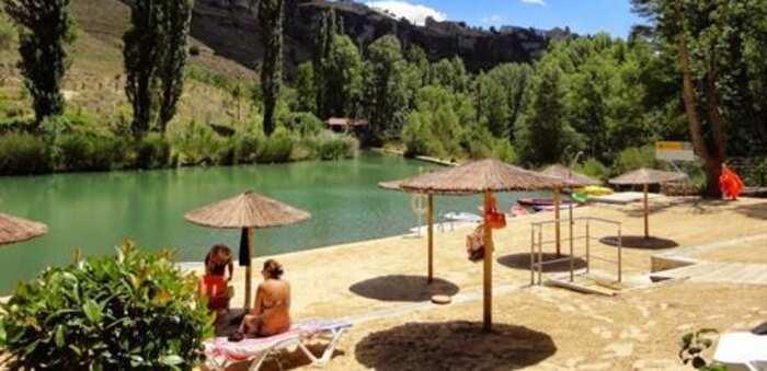 El Ayuntamiento de Cuenca prorroga hasta febrero de 2021 la concesión de la playa artificial de la capital