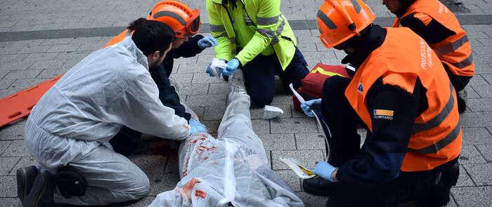 Protección Civil de Ciudad Real simula la atención a un atropello masivo en una calle peatonal por un ataque terrorista