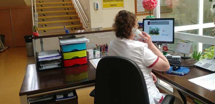 El Centro de Mayores del Lucero de Valdepeñas realiza seguimiento diario telefónico a los usuarios del SED