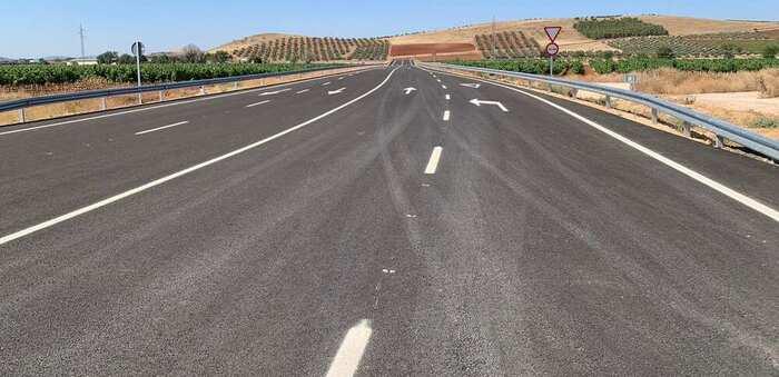 Abre al tráfico el nuevo vial que mejora la comunicación entre el Parque Empresarial Entrecaminos y la A-4