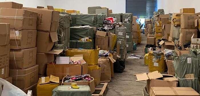 Desmantelado uno de los mayores centros de distribución de juguetes y productos sanitarios ilegales de Madrid