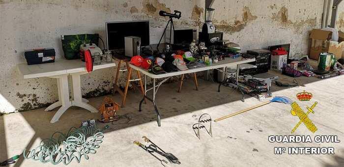 Detenida una persona y otra investigada por cuatro delitos de robo en viviendas de Cardiel de los Montes (Toledo)