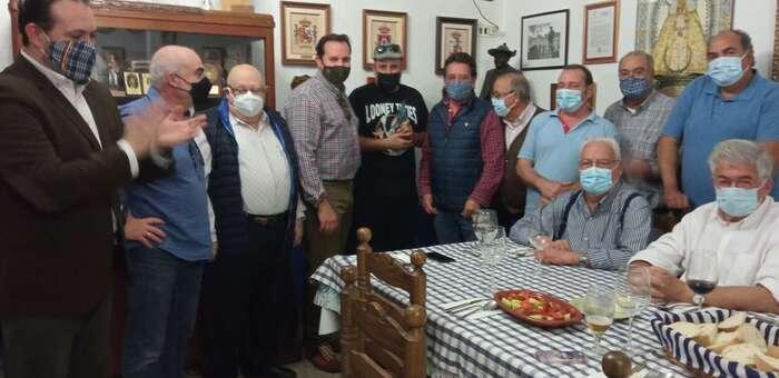 La Hermandad de Pandorgos de Ciudad Real reconoce la labor del humorista y presentador Agustín Durán con la entrega de la estatuilla del Pandorgo