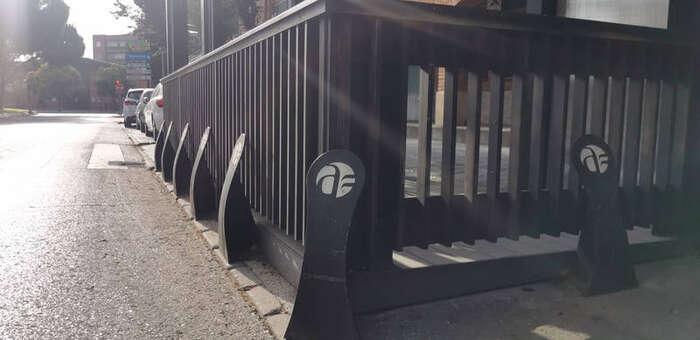 Los hosteleros de Azuqueca ya pueden solicitar las ayudas municipales para la instalación de bolardos en terrazas