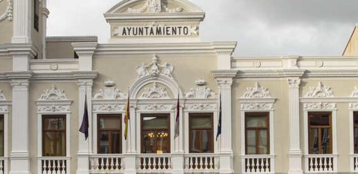 Comienzan en Guadalajara las obras de mejora del firme en la rotonda de la estación de Renfe con cambios en las paradas de autobús y taxi