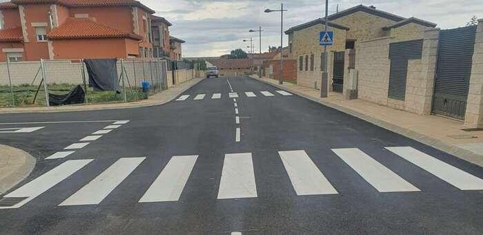 La calle Santa Ana de Horche estrena nuevo asfalto y señalización