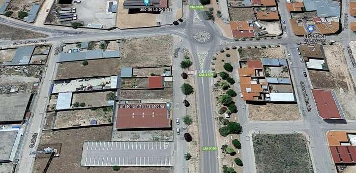 Un vehículo sin conductor provoca un choque en cadena en una calle de La Solana