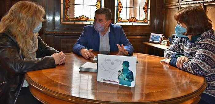 La Diputación de Albacete hará una 2ª edición de 'El árbol optimista' que el eterno 'Doctor Cepillo' plantó en un grupo de jóvenes del IES 'Amparo Sanz'