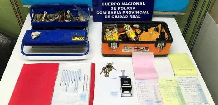 Detenido en Puertollano a un supuesto cerrajero por estafa y fraude en la prestación de servicios