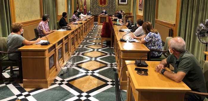 """l alcalde de Cuenca pide a los padres que """"si es posible"""" vayan andando con sus hijos hasta el colegio"""
