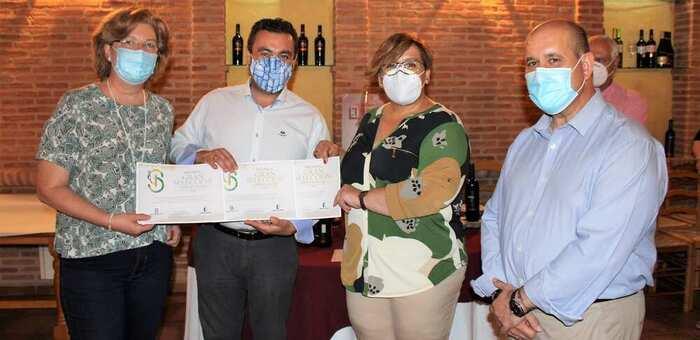 Olmedo entrega al presidente de El Progreso los diplomas del concurso Gran Selección 2019 convocado por el Gobierno de Castilla-La Mancha