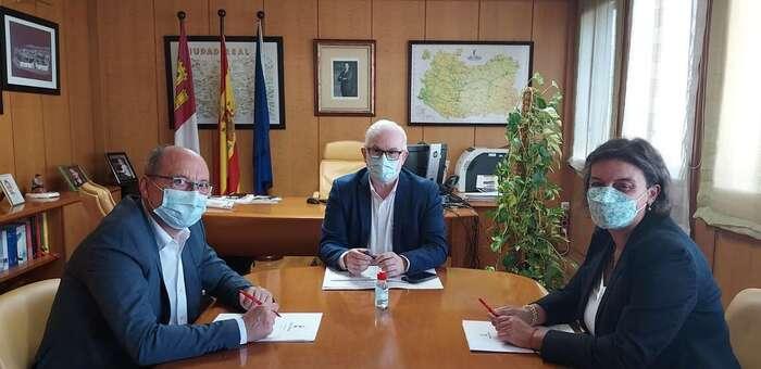 El PSOE de Daimiel insta a Sierra a que traslade un documento haciéndose eco de la problemática de multitud de vecinos usuarios del autobús a Madrid y viceversa