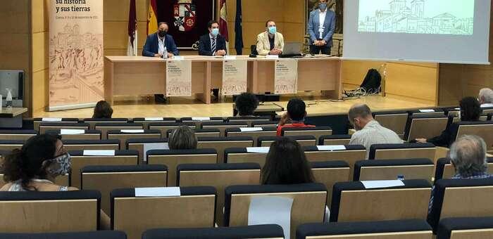 Especialistas y jóvenes investigadores debaten en la UCLM sobre la historia de Cuenca