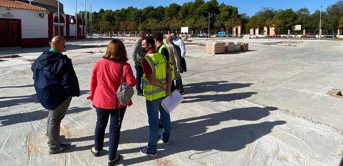 La alcaldesa, Rosa Melchor, comprueba el buen ritmo de la obra de remodelación integral de la Plaza de Toros de Alcázar