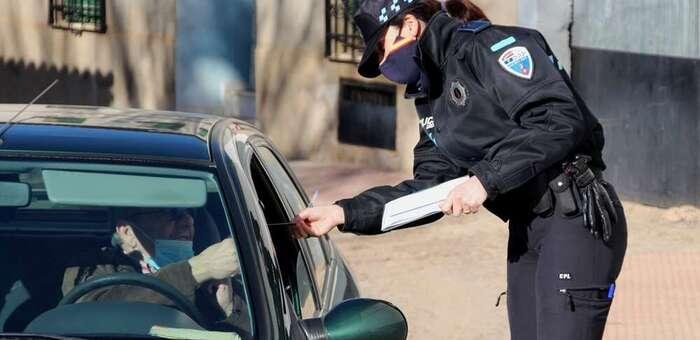 La Policía Local redobla los controles antivovid: 'La mayoría cumple, pero vemos de todo'