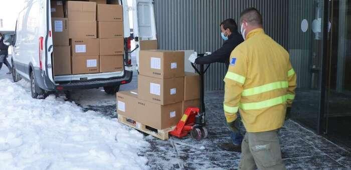 El Gobierno de Castilla-La Mancha ha distribuido esta semana más de 300.000 de artículos de protección para profesionales sanitarios