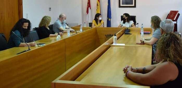 El Gobierno regional estudia con el Ayuntamiento de Elche de la Sierra la implantación de nuevos recursos de atención a las personas mayores