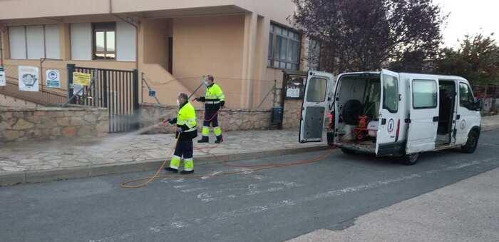 Cinco trabajadores emplean en Sigüenza su jornada laboral diaria a desinfección antiCOVID19