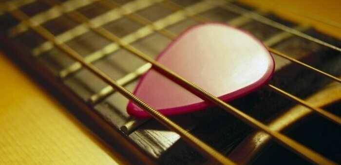Conoce todo lo que debes tener en cuenta al comprar una púa de guitarra
