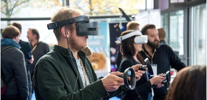 Oficinas de Realidad Aumentada y Trabajadores Presentes Gracias a la Realidad Virtual