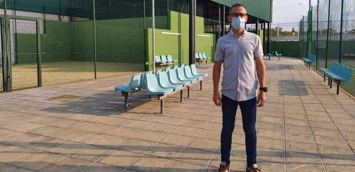 El Complejo Deportivo de La Molineta de Valdepeñas mejora una de sus pistas de pádel