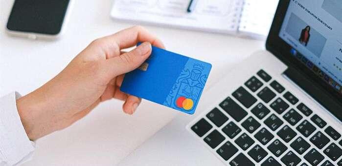 Análisis OCU: 12 tarjetas para sacar dinero en cualquier cajero sin comisiones