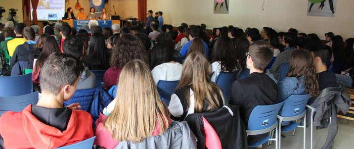Jóvenes y mayores de Alcázar conocen más sobre Europa en el Ciclo de Diálogos Ciudadanos celebrado en la ciudad