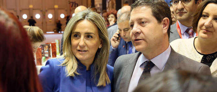 La alcaldesa de Toledo asiste a la inauguración de FITUR para promocionar la oferta turística de la ciudad bajo el eslogan #toledoenamora