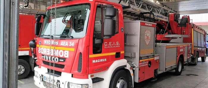 Los bomberos del CEIS Guadalajara denuncian que carecen de la formación requerida para un uso seguro de los vehículos de altura de los que disponen