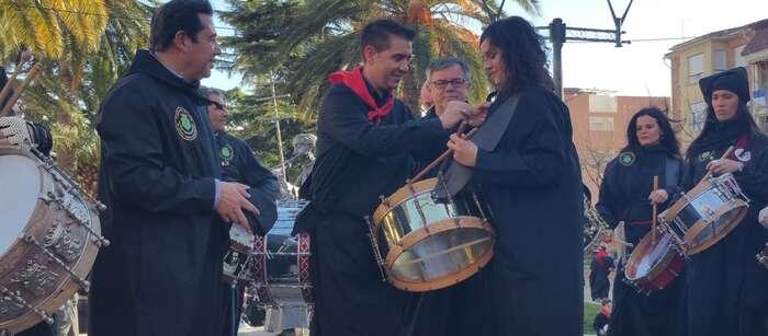 """Imagen: El presidente de la Diputación agradece el trabajo """"por la cultura"""" de la Unión Musical Santa Cecilia de Hellín"""