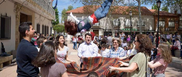 Mancha Verde y el Ayuntamiento mantienen viva la fiesta de los peleles en Argamasilla de Alba