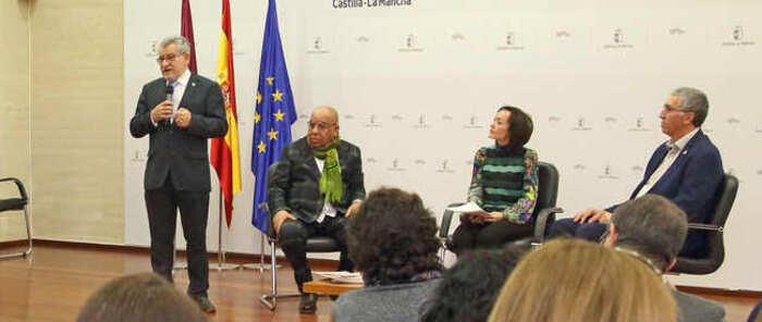 El Gobierno regional y las asociaciones de folclore trabajan en un convenio para integrar el folclore en la escuela de forma transversal