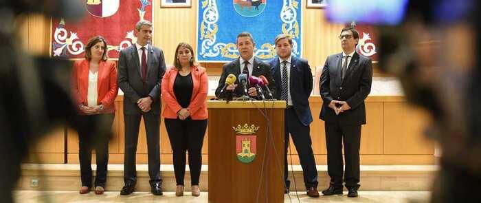 García-Page apremia a Torra a condenar la violencia en Cataluña y muestra su apoyo al Gobierno central para mantener el orden constitucional